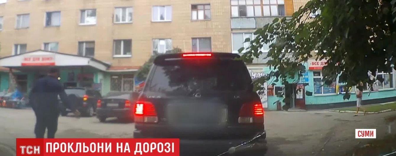 В Сумах водитель наводила порчу на копов, пока ей выписывали штраф