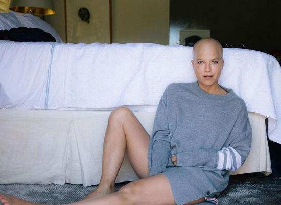 Голомоза Сельма Блер вперше за довгий час вийшла без ціпка на вулицю