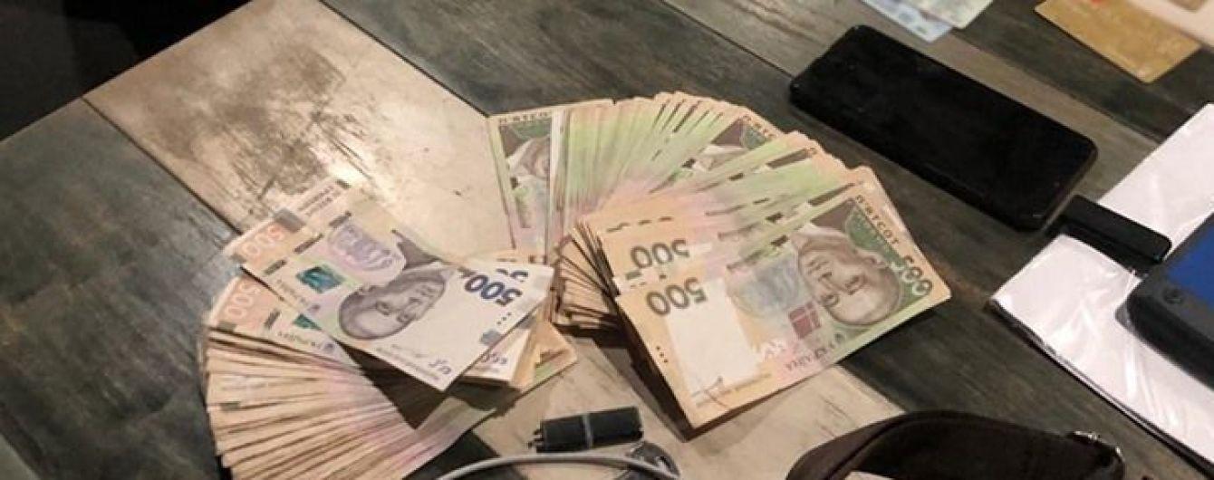 В Харькове на взятке в 50 тысяч гривен поймали руководителя следственного отдела
