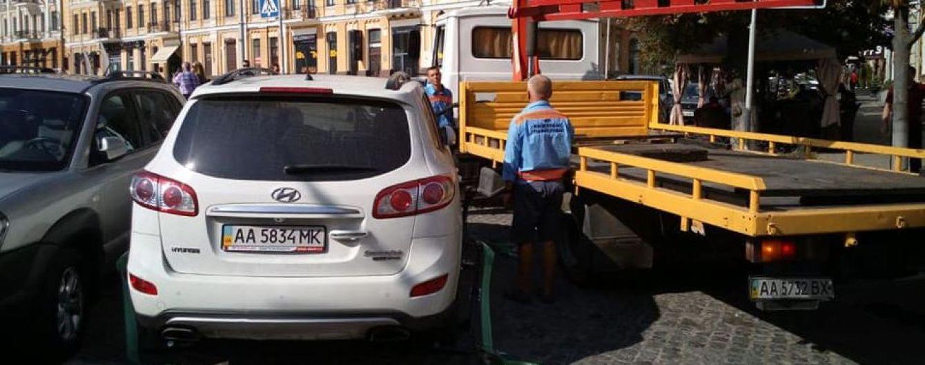 Патрульные напомнили, чем грозит парковка возле школ с нарушениями