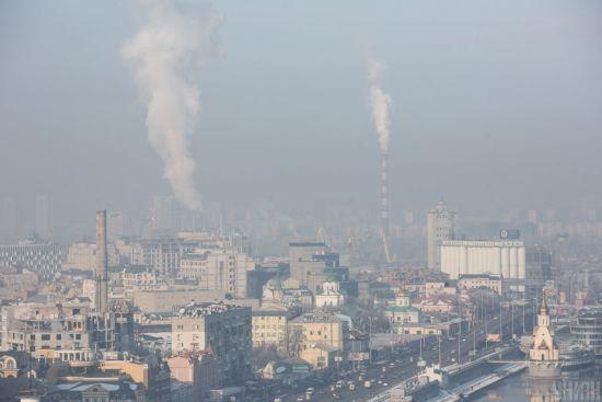 Кілька днів Київ потерпав від задимлення через пожежі поблизу міста: чи безпечне столичне повітря