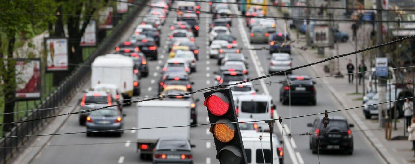 """Киев на третьем месте в Европе с самыми большими пробками: водители рассказали, как удается ездить """"парализованным"""" городом"""