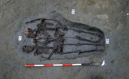 """Скелети з однієї могили вважалися символом кохання – тепер з'ясувалося, що вони були чоловіками. Що відомо про загадкових """"коханців з Модени"""""""