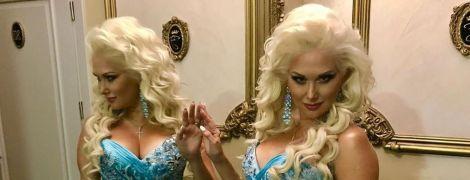 В платье с сексуальным декольте: Екатерина Бужинская продемонстрировала роскошный концертный образ