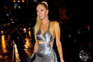С конским хвостом и в откровенном платье: эффектный выход Пэрис Хилтон