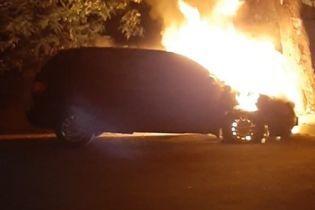 """""""Все будет гореть"""": в Черкассах неизвестные сожгли автомобиль чиновника мэрии"""