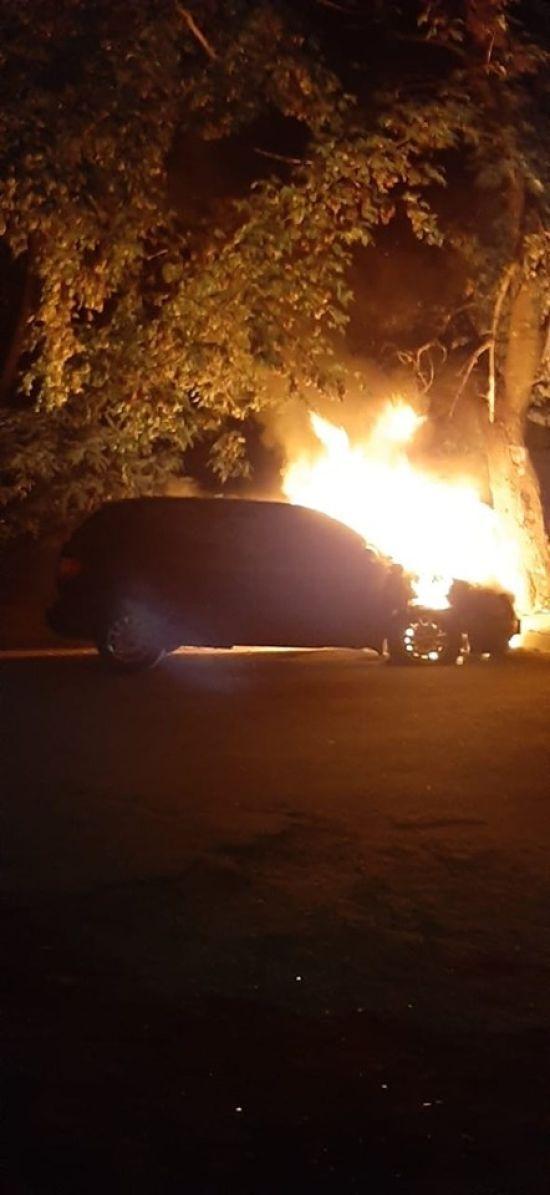 """""""Усе буде горіти"""": у Черкасах невідомі спалили автівку посадовця мерії"""