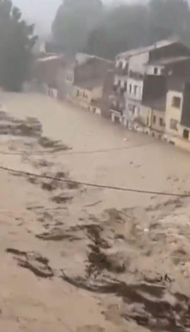 Самое масштабное за сто лет наводнение произошло в Испании