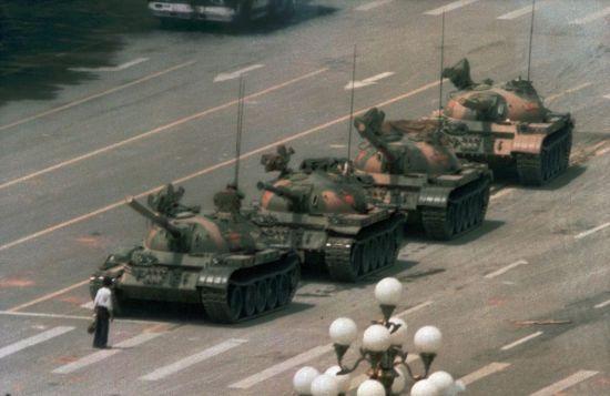 Помер автор культової світлини на площі Тянанмень, фотожурналіст Джо Коул