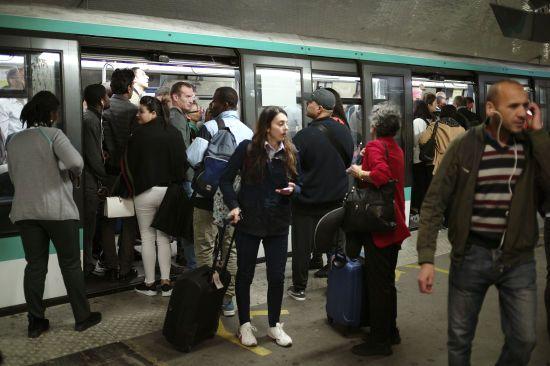 В Париже забастовка парализовала движение транспорта