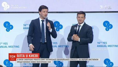 """Владимир Зеленский выступил с """"Кварталом 95"""" на саммите YES"""