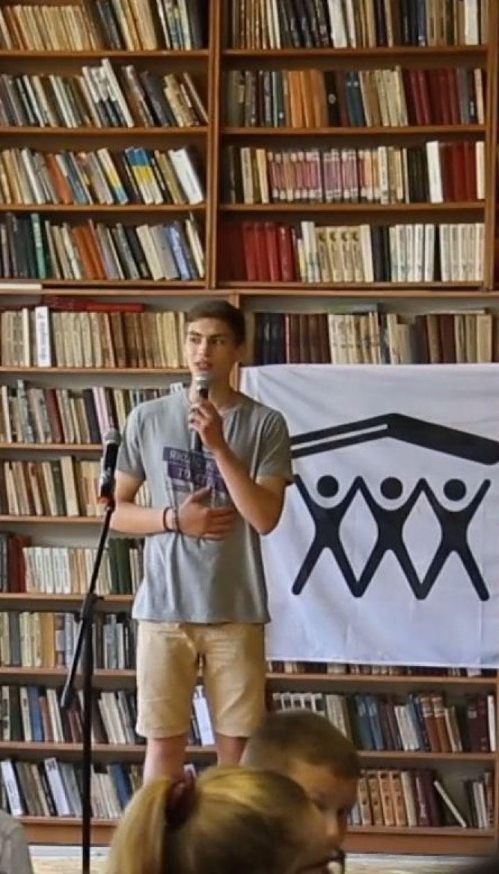 Зміни своїми руками: волонтери реконструюють бібліотеку на Івано-Франківщині