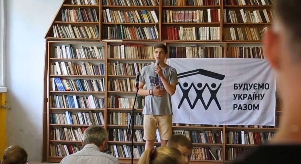 Своїми руками: як волонтери змінили бібліотеку на Івано-Франківщині (відео)