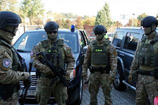 У Польщі в справі контрабанди бурштину затримали українців, які представилися офіцерамиспецслужб