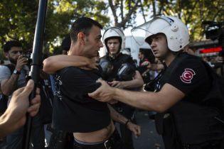 Турецкие власти арестовывают сотни людей из-за причастности к путчу
