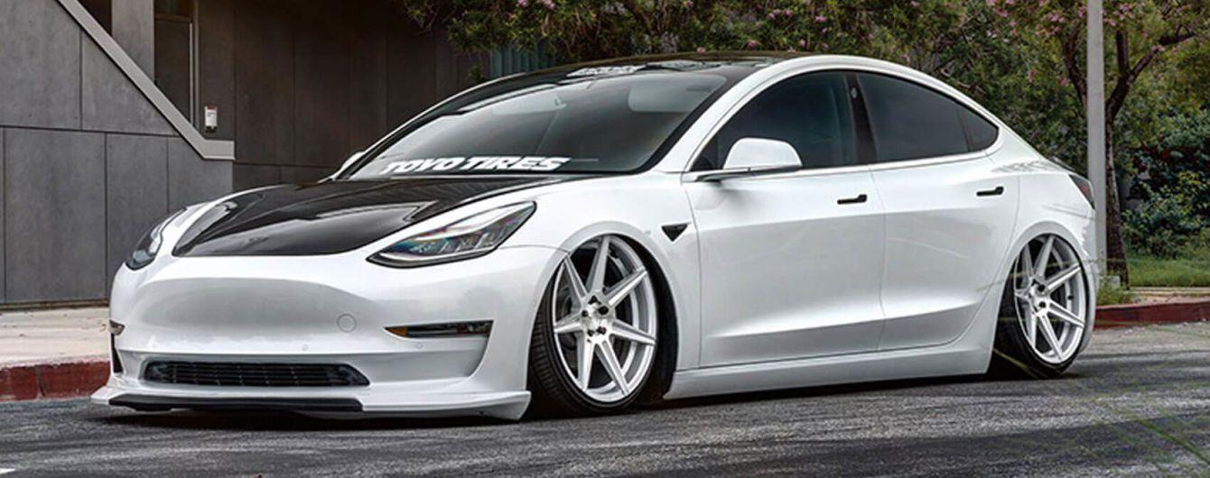Tesla Model 3 превратили в спорткар. Видео
