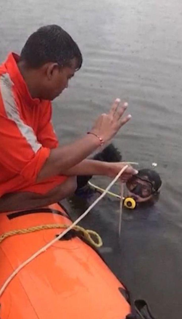 25 человек пропали без вести в результате затопления лодки с верующими в Индии