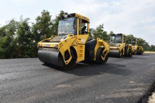 Зеленский подписал закон о перераспределении 1,17 миллиарда на ремонт дорог
