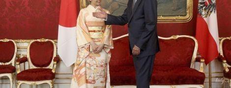50 оттенков персикового: принцесса Како в красивом национальном костюме встретилась с президентом Австрии