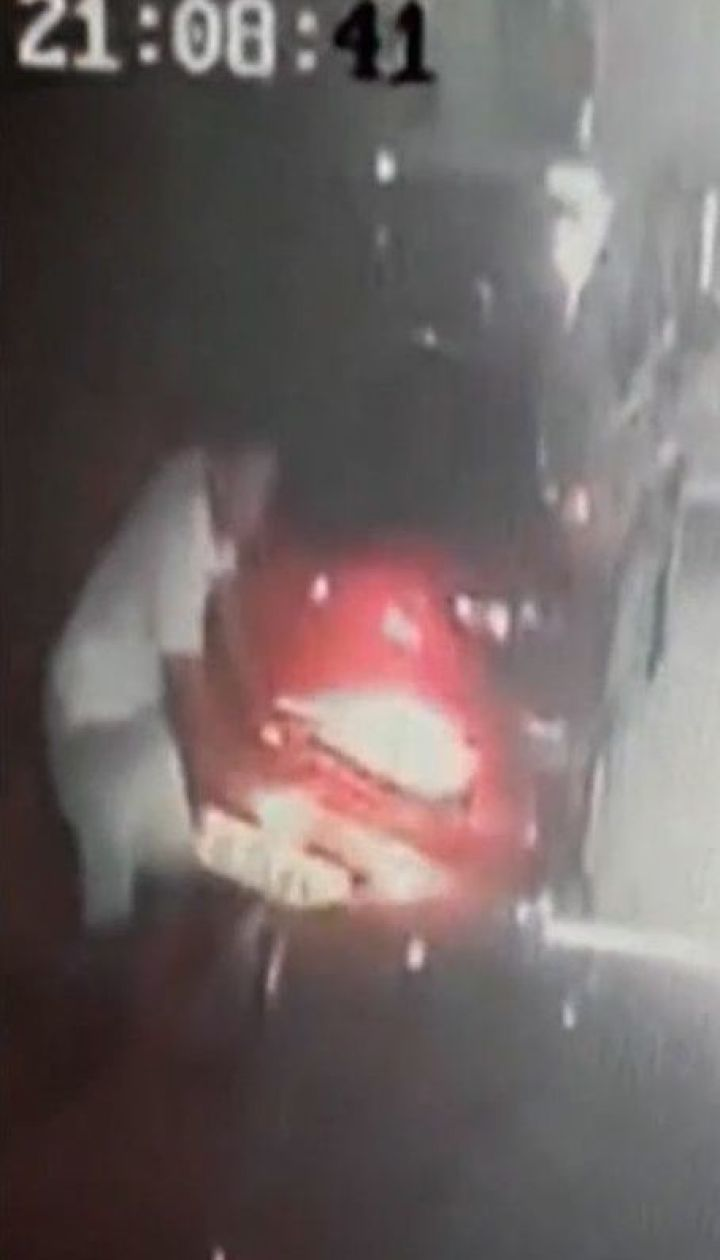 42-річний румунець ледве не розчавив машиною касирку заправки