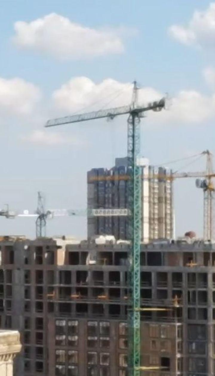 У центрі столиці новобудова спотворює вигляд архітектурного ансамблю Хрещатика