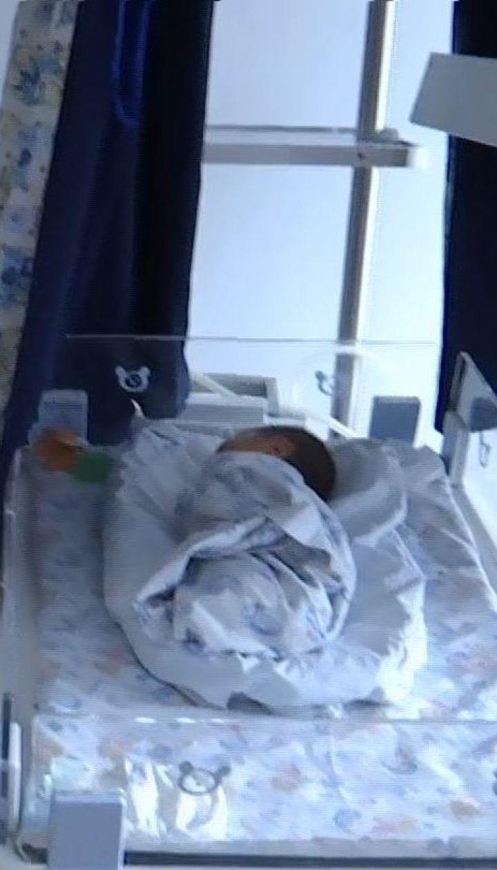 Мама-школьница: в Ровно 12-летняя девочка родила ребенка