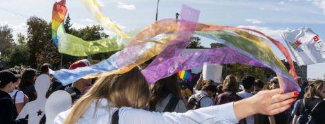 """""""Ворог підкрався ззаду"""": праві напали на ЛГБТ-прайд в Харкові, але не змогли його зірвати — репортаж"""