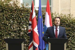 Джонсон отказался выйти на пресс-конференцию с премьером Люксембурга, потому что его освистали протестующие