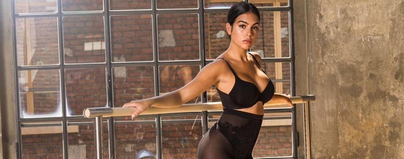 В белье и на шпильках: Джорджина Родригес похвасталась сексуальными формами