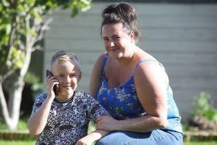 У Великій Британії восьмирічний хлопчик врятував від смерті маму, що задихалася
