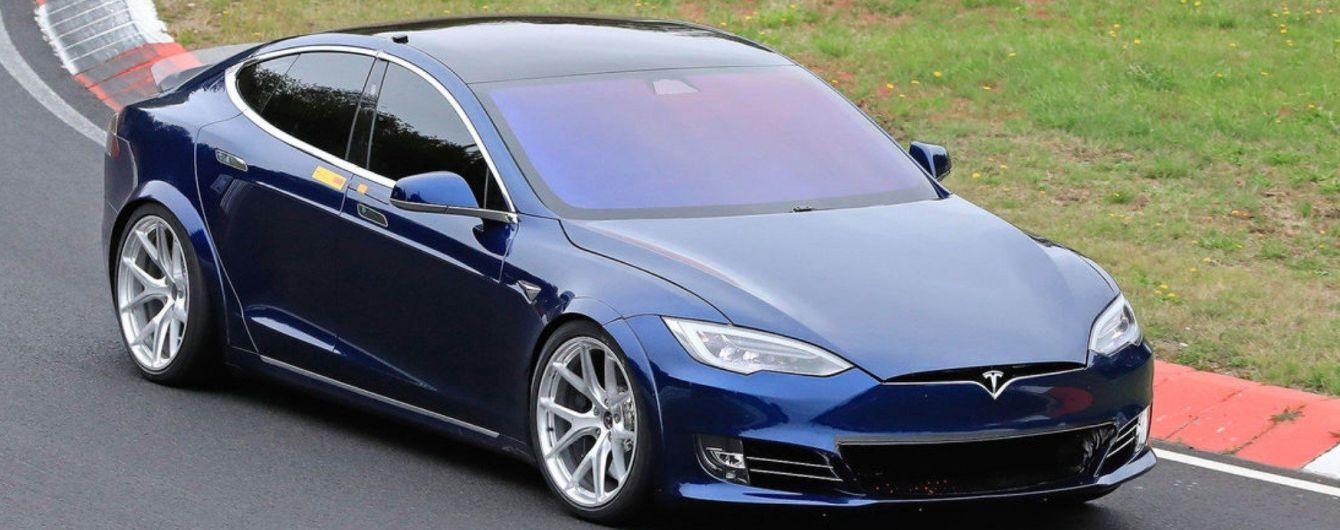 Tesla побила рекорд Porsche Taycan на Нюрбургринзі – свідок