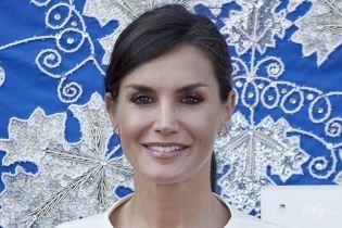 Какая красивая: королева Летиция в черно-белом наряде пришла на мероприятие