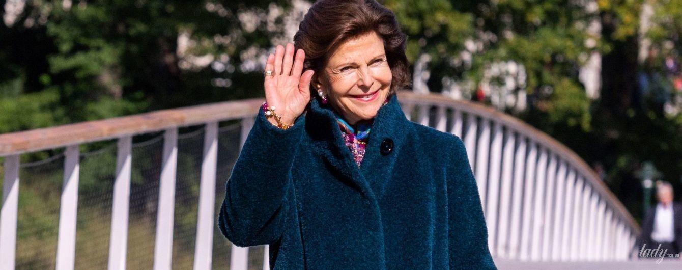 Утеплилась: 75-летняя королева Сильвия впечатлила образом на торжественном мероприятии