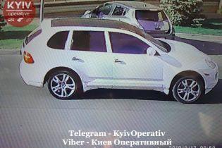 У Києві невідомі пограбували пункт обміну і втекли на Porsche