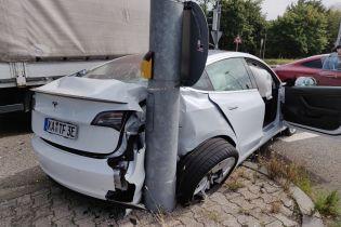 Водитель Tesla обратился к Илону Маску после серьезной аварии в Швейцарии