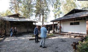 Голі стіни в сажі та похилений дах. Фоторепортаж зі згорілого маєтку Гонтаревої