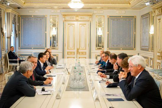 Зеленський сподівається, що ЄБРР наростить інвестиції в Україну до 1 млрд євро на рік