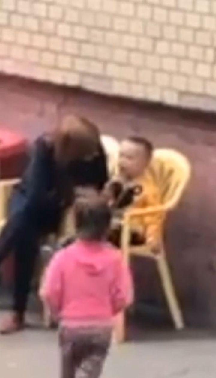 Виховувала криком та силою: працівниця одеського дитсадочка знущалась над дитиною