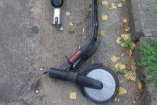 Во Львове произошло ДТП с электросамокатом. В полиции не знают, куда его отнести - к пешеходам или к транспорту