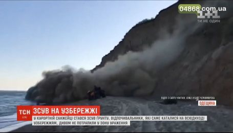 На побережье в курортной Санжейке произошел оползень