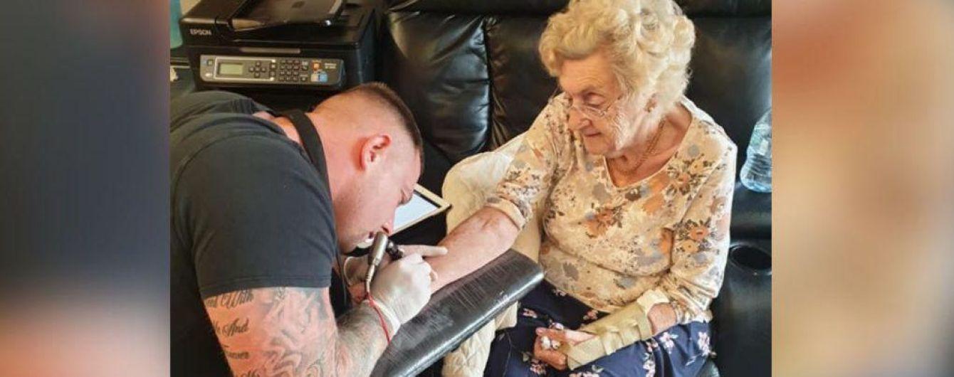 У Великій Британії 94-річна бабуся зробила тату на честь померлого чоловіка