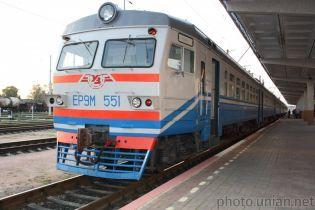 В Харьковской области 57-летний мужчина бросился под колеса электрички