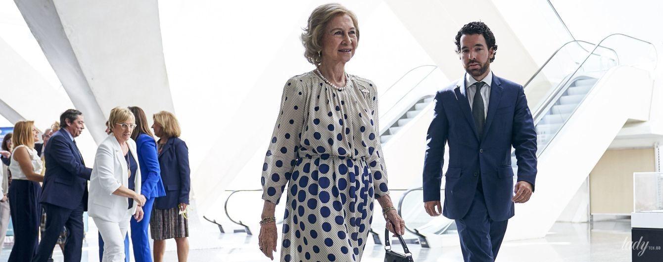 Який грайливий образ: 80-річна королева Софія продемонструвала лук в сукні з принтом polka dot