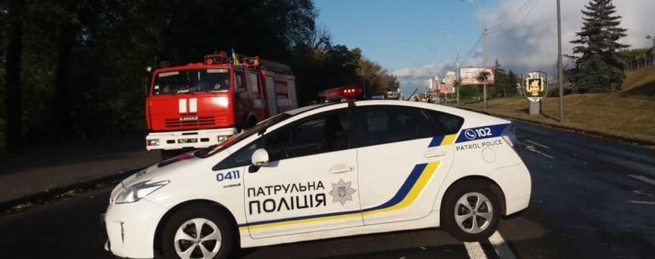 Замінування моста Метро у Києві: невідомий влаштував стрілянину і погрожує вибухом - поліція