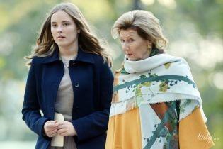 Обе хороши собой: 80-летняя королева Соня и 15-летняя принцесса Ингрид Александра сходили в парк скульптур