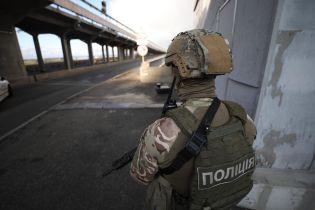 """Полиция изменила квалификацию производства """"минеру"""" моста Метро в Киеве"""