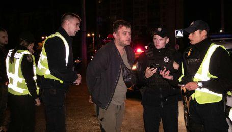 Пьяный горе-гонщик на Peugeot вылетел с моста в Киеве. Он убегал от полиции