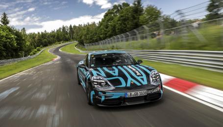 """Porsche інтригує """"зарядженим"""" Taycan, який переможе Tesla Model S"""