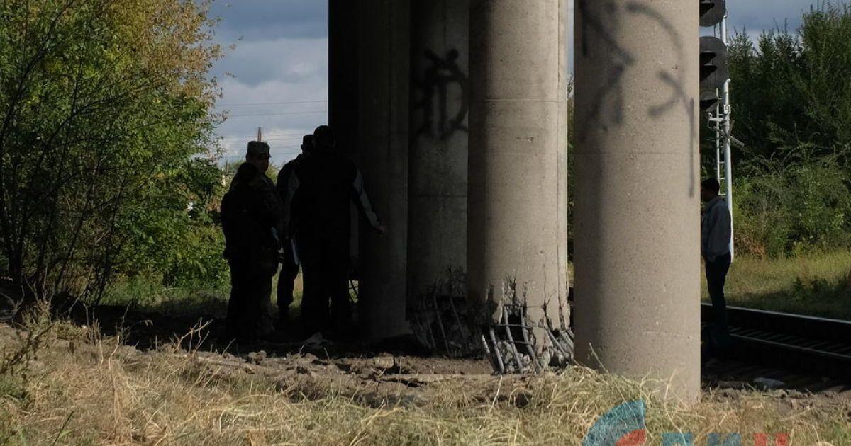 В оккупированном Луганске произошел мощный взрыв под автомобильным мостом