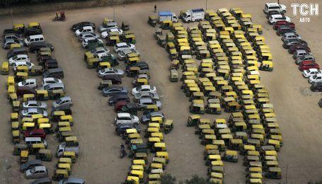 Масові страйки таксистів і маршрутників захопили столицю Індії